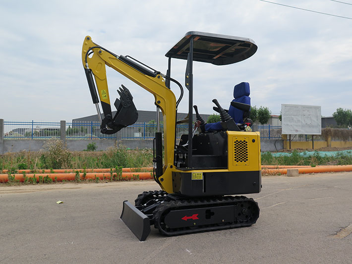 1000kg mini excavator 14KW engine and pilot control operation video