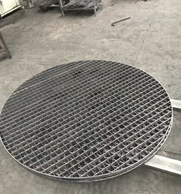Plugged metal grating earth mat