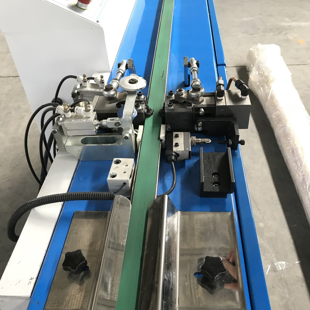 Hot Butyl Sealing Machine