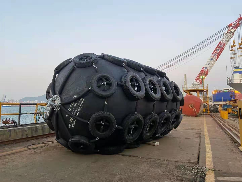 Aile en caoutchouc pneumatique Yokohama 2.5mx5.5m 3.3x6.5m pour remorqueur