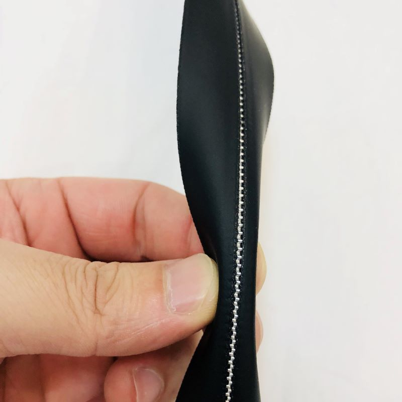 Heavy duty open ended black zippers for luggage
