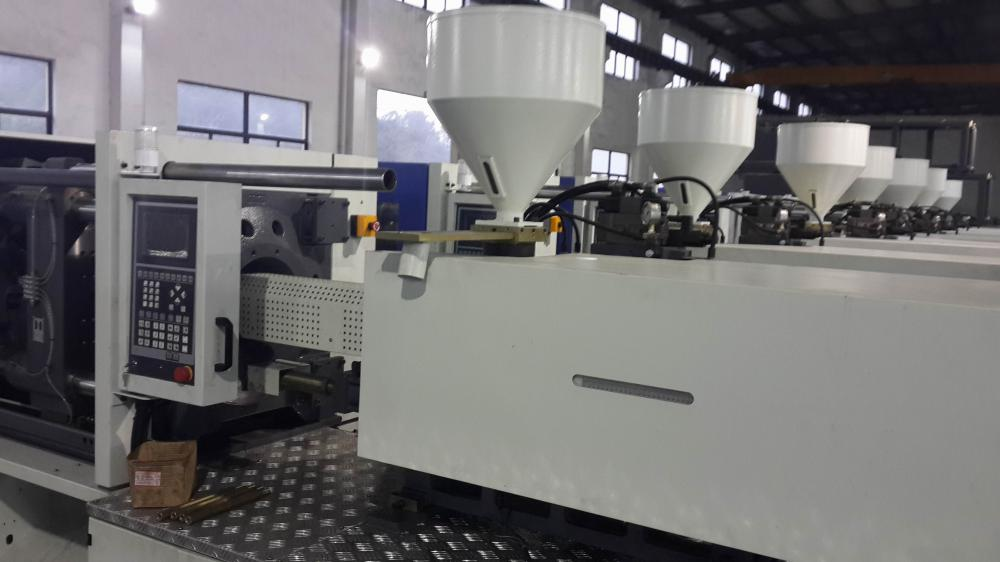 Rainbow Plastic Injection Machine