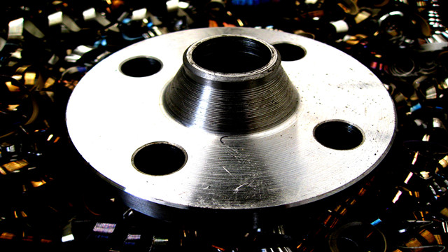 Steel Flanges Machining and Turning by Lathes After Forging