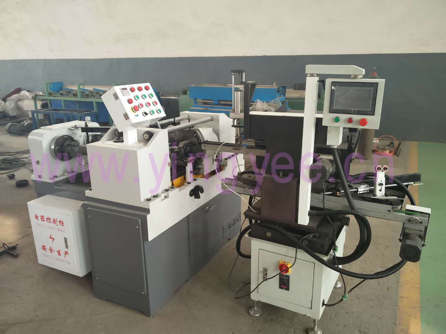 automatic feeding system for the thread rolling machine