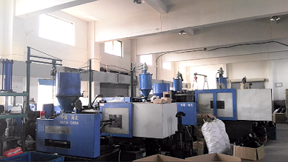 Plastic valves Injection molding work shop