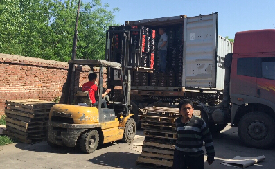 Loading tomato paste for Turkey