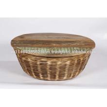 Tables basses en rotin avec dessus en bois