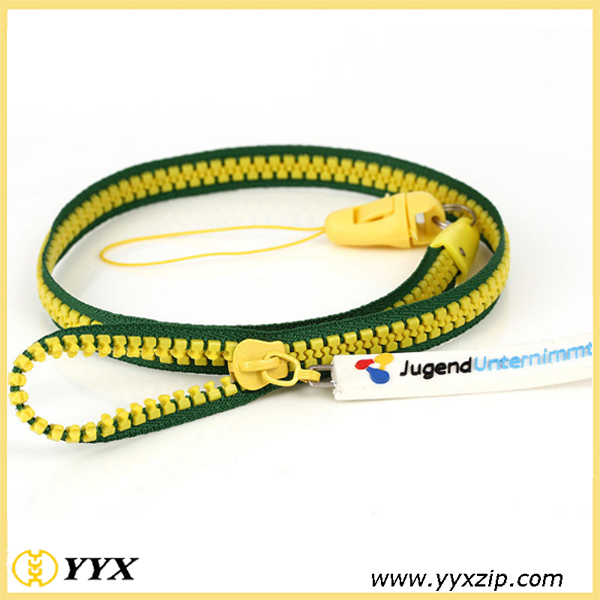 Green edge, yellow teeth zip-lanyard