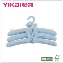 Cintres en caoutchouc rembourrés en tissu doux