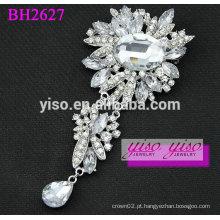 Charme broche de cristal decorativo