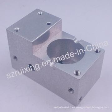 Piezas de aluminio trabajadas a máquina CNC con el CNC que trabaja a máquina