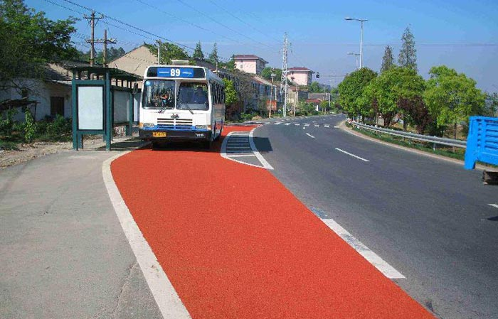 Non slip road surface