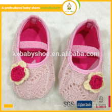 Heißer Verkauf reizende weiche alleinige Hand strickte Babyschuhe Babykleidschuhe