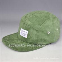 5 bonnets en daim