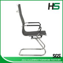 Cadeiras altas de malha preta pesada de alta volta
