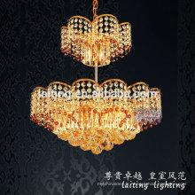 Éclairage de lustre de forme moderne de fleur d'or avec la boule de cristal