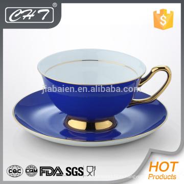 Фарфоровая декоративная чайная чашка и блюдце