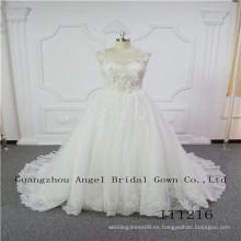 Vestido de novia de encaje con cuentas únicas
