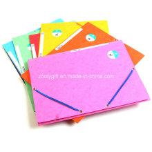 3 Recortar la carpeta de papel de papel reciclado con cierre de banda elástica