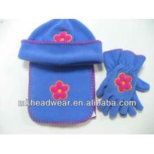 Chapeau, écharpe et gants polaires à la broderie à fleurs pour enfants