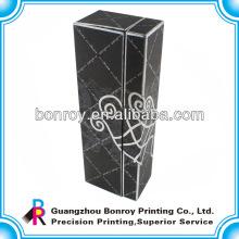 Cajas de empaquetado de papel negro con superficie de estampado
