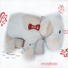 Белая плюшевая корова