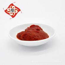 Fabricación de salsa de tomate para el restaurante