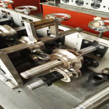 Rouleau de quille formant la machine