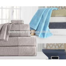 Сиреневые банные полотенца
