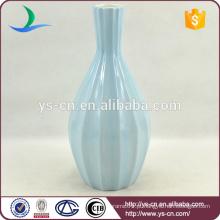 Vaso de cerâmica azul fosco pintado à mão para decoração do hotel
