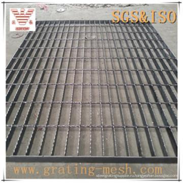 Черная закрытая стальная решетка для платформы / прохода