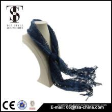 Viscosa y nilón mezclando bufanda hueco azul oscuro del mantón del resorte de la borla