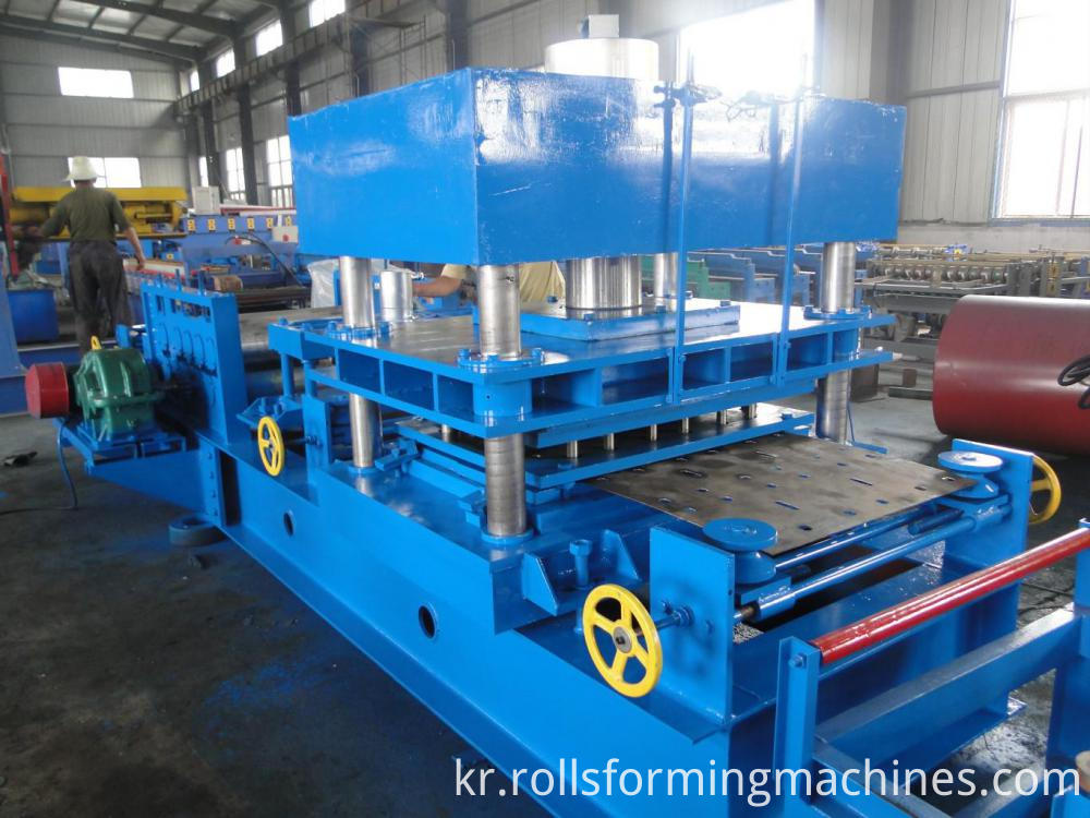 punching--Freeway Steel Guardrail Forming Machine