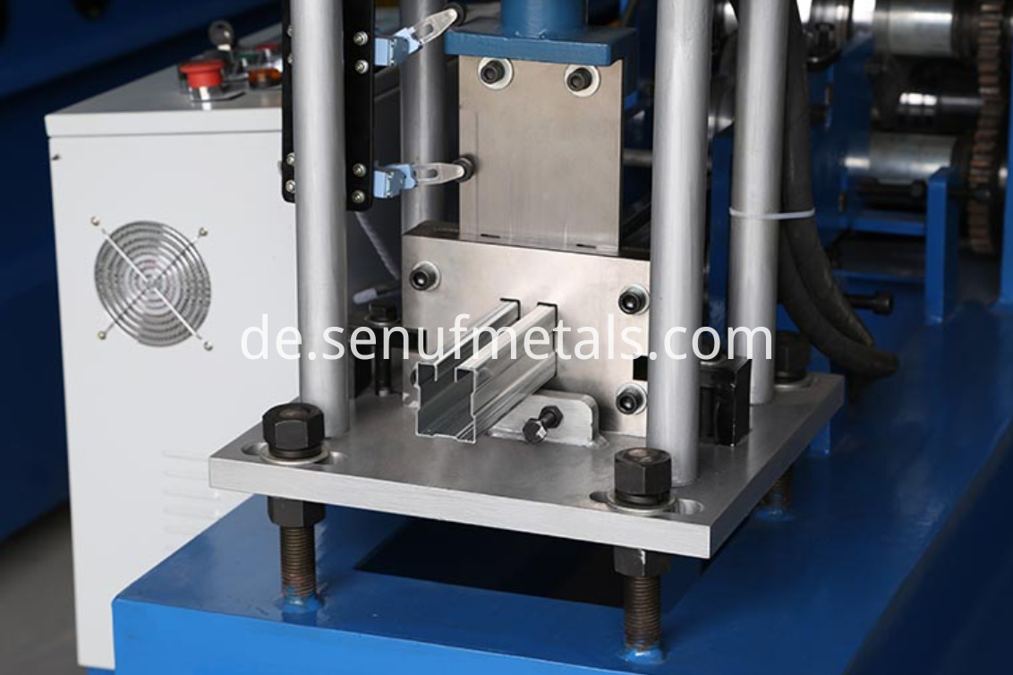 Door frame roll forming machine cutter