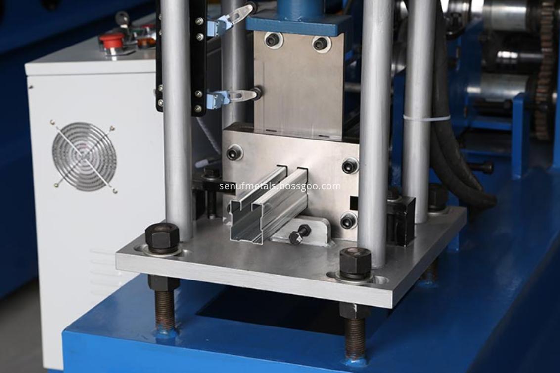 Door frame roll forming machine cutter