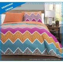 Ensemble de couvre-lit matelassé en polyester imprimé en zigzag coloré