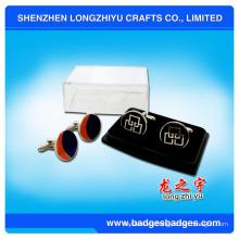 Mancuernas de plata del logotipo de Cutom Mancuernas elegantes con la caja llena