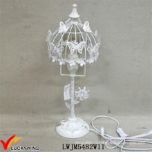 Причудливая красивая ржавая белая металлическая настольная лампа с бабочкой
