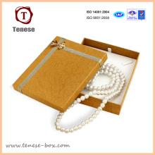 Подарочная коробка из картона из ожерелья из золотой жемчужины