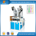 Machine automatique de moulage par injection de plastique deux couleurs