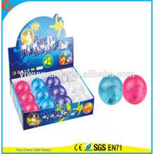 Juguete del niño del diseño de la novedad 65m m LED que destella la bola inflable del brillo