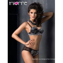 Miorre OEM Nueva temporada 2017 elegante encaje floral guipura detallada push-up bra y panty conjunto