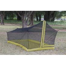 Moustiquaire de tente de camping en plein air dans le jardin