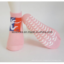 Customized Anti Slip Trampoline Socks Yoga Socks Factory Low Price