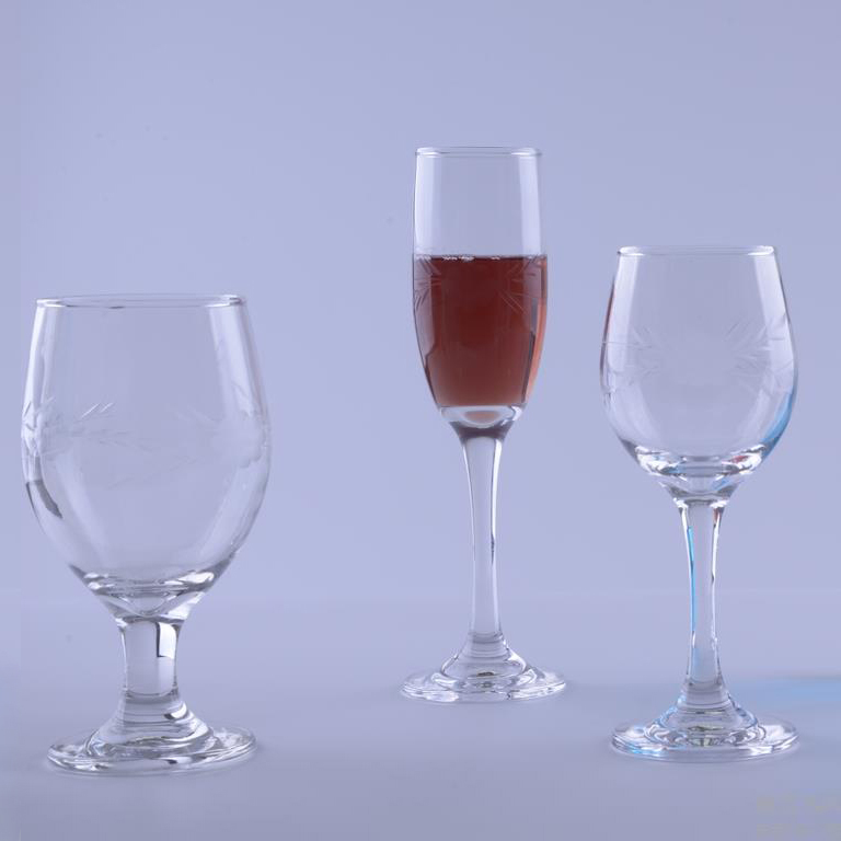 BR-8243long stem wine glasses cup with customized engraved pattern