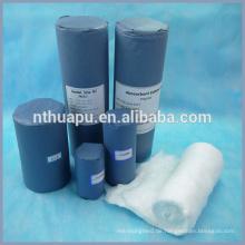 Medizinische hochabsorbierende Watterolle mit Kraftpapier gerollt