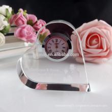 Forme de coeur bon marché personnalisé horloge en cristal avec 3d laser lgo