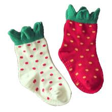 Chaussettes bébé enfants en coton fraise avec semelle antidérapante (KA036)