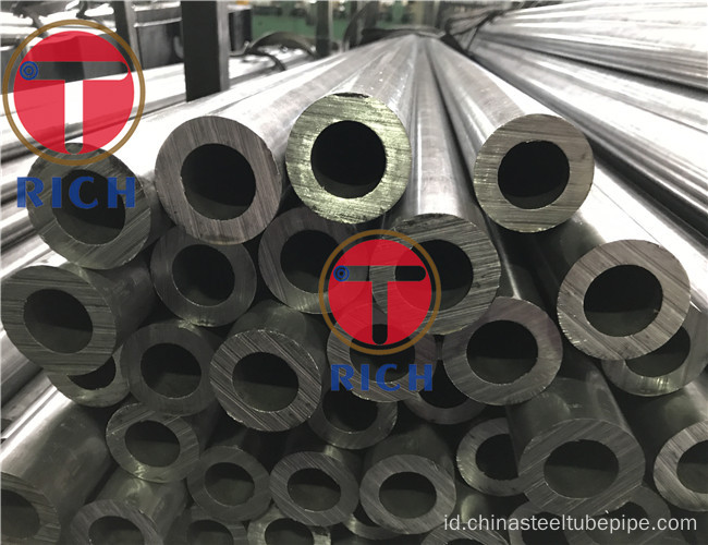 12CrMo Seamless Steel Tubes For Petrleum Cracking