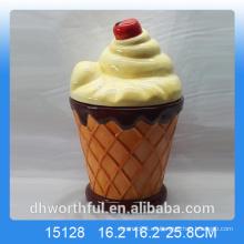 Cocina ornamentos de cerámica jarra de almacenamiento con helado figurilla